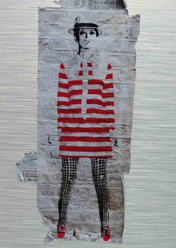 """London Streetart Graffiti. Es zeigt das Bild einer Frau mit einem Rot-Weiß gestreiften kurzen Kleid und einer Schwarz-Weiß karierten Strumpfhose Die Frau ist schlank und trägt einen Hut, sie könnte die Person """"Twiggy"""" darstellen. Der Hintergrund ist eine Weiße Backsteinwand."""