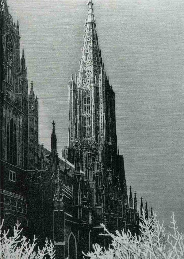 Das Bild zeigt eine historische Seitenaufnahme des Ulmer Münsters. Das Ulmer Münster ist eine im gotischen Baustil errichtete Kirche in Ulm. Es ist die größte evangelische Kirche Deutschlands. Der 1890 vollendete 161,53 Meter hohe Turm ist der höchste Kirchturm der Welt. Das Bild ist in den Farben Schwarz-Weiss.
